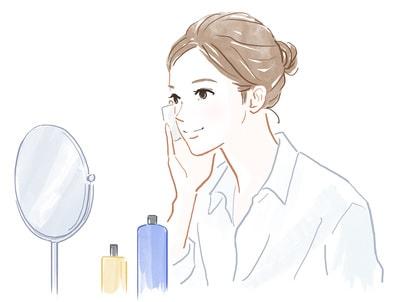 コットンに化粧水をつけて肌になじませている女性のイラスト